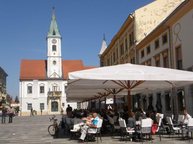 Market umbrella, aroma of coffee wafting on Trg Kralj Tomislava