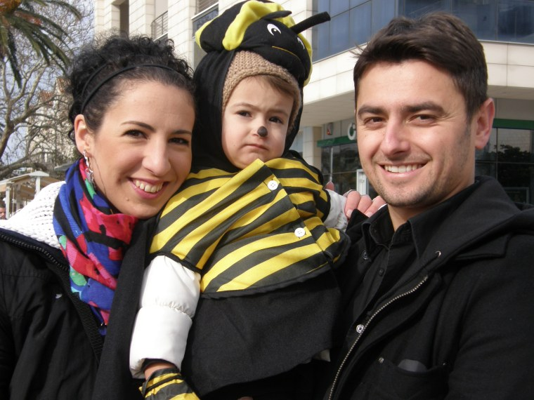 Little Nina buzzy bee with mum and dad...